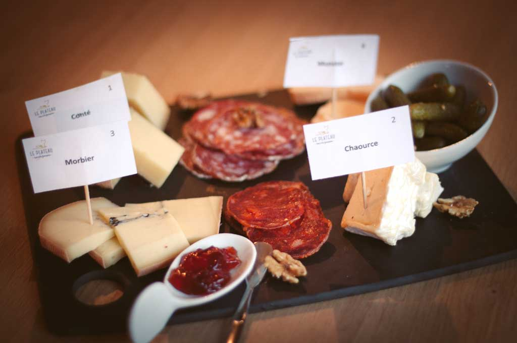 plateaux de fromages charcuteries et tapas le plateau bar fromages bar vin grenoble. Black Bedroom Furniture Sets. Home Design Ideas